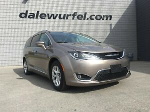 2018 Chrysler Pacifica Touring-L Plus | PANO ROOF | DUAL DVD |