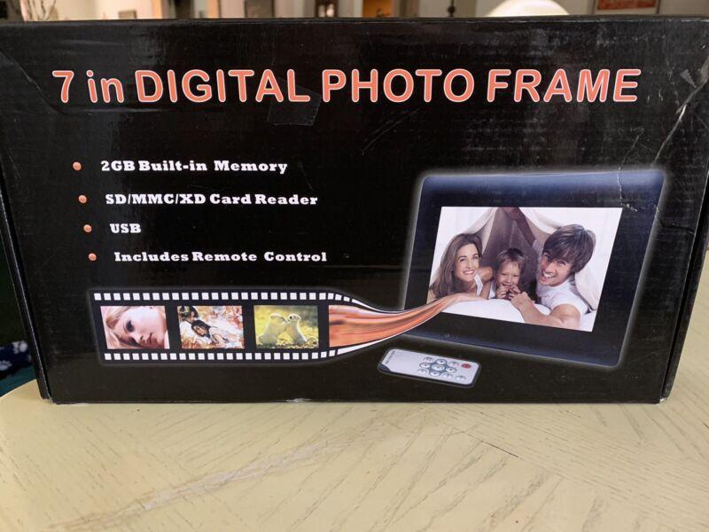 "7"" DIGITAL PHOTO FRAME W/REMOTE CONTROL-BLACK-NEW IN BOX"