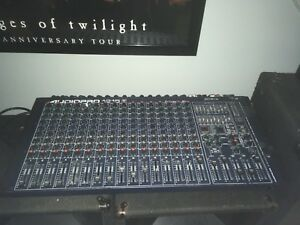 Yorkville Audiopro 1216 powered mixer