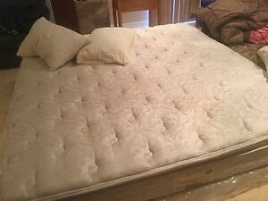 Simmons Beautyrest Pillow top plush king size mattress