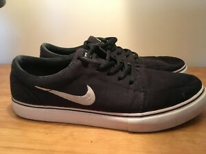 Mens Nike Shoes - Size 9