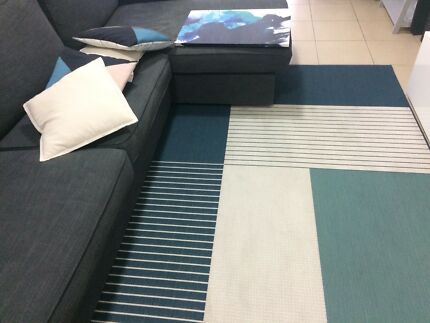 Carpet with matching pillows and canvas / painting