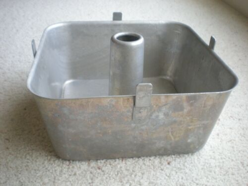 WEAR-EVER 9X9 Square Footed 2pc Aluminum Bundt Tube Angel Food Pan No. 2740 USA