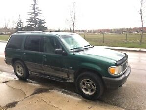 2001 Mercury Mountaineer *parts or needs fixes*