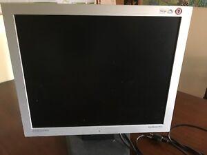 Samsung - 19 inch gaming monitor