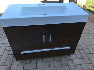 "Brand new 39"" vanity w sink Half price"