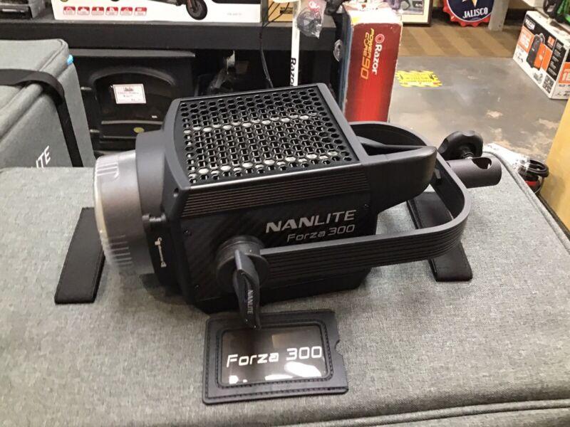 Nanlite Forza 300 LED Photography Light 5600K Fill Light Video Studio Lighting