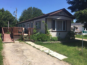 IMMEDIATE POSSESSION. 3 BEDROOM MOBILE HOME IN YEAR ROUND PARK