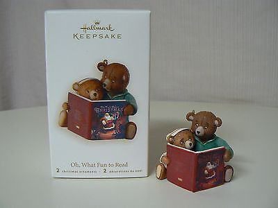 (Hallmark Ornament 2008 OH, WHAT FUN TO READ NEW Bear Book Storytime Family Love)