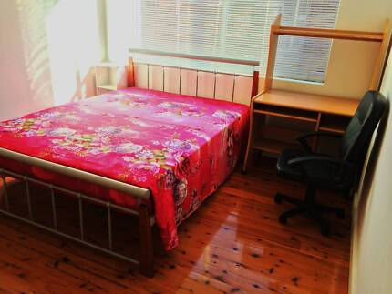 Looking for 1 FEMALE ONLY to share a 2 bedrooms unit. Kogarah Rockdale Area Preview