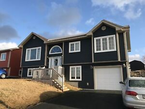 32A PaddyKay Dr – Bright Open 2 Bdrm in Paradise LIKE NEW