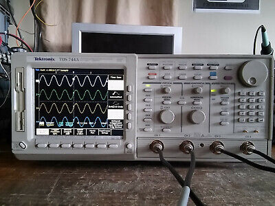 Tektronix 4 Channel Tds744a 500mhz 2gsas Oscilloscope 13 1f 1m 2f Lcd Display