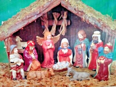 COLLECTION Nativity Set With Stable Porcelain Figurines Christmas Decoration