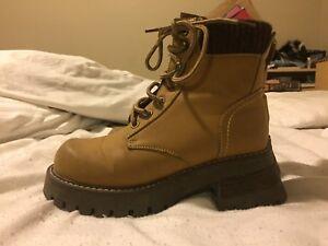 Heeled carpenter / work style boots