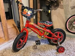 Cars lightening McQueen bicycle with training wheels