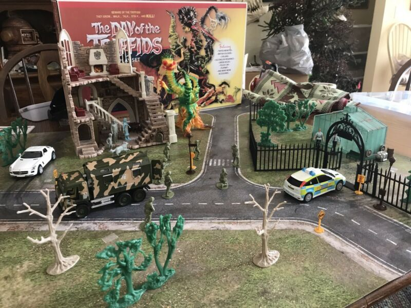 """Day Of The Triffids"" Playset. 1/32 .....REDUCED"