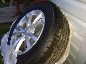 225/65 R17 Michelin Tires & Chev stock aluminium Rims!