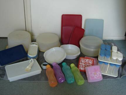 Mixed tupperware containers
