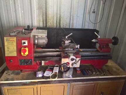 Metal lathe Hafco metalmaster C6 plus stand and spares. USED
