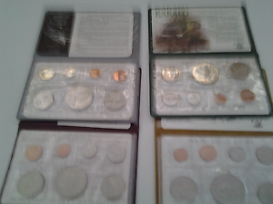 New Zealand Decimal Coins. uncirculated & $1 coins in hard cases Primrose Sands Sorell Area Preview