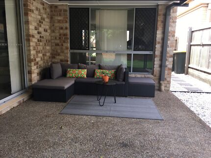Outdoor Wicker Lounge/ Couch Setting