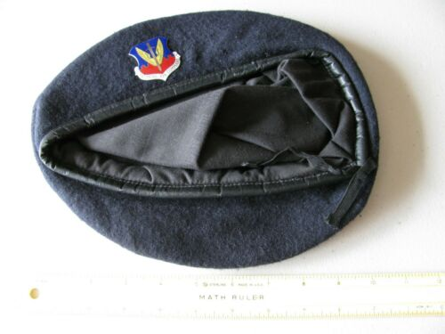 OLDER U.S. AIR FORCE TACTICAL AIR COMMAND BERET WITH METAL BADGE ~NICE~