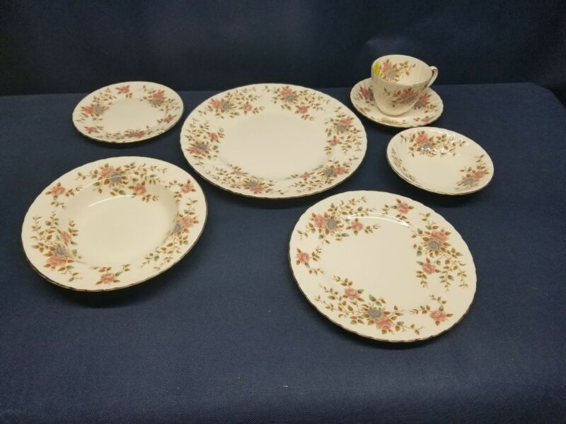 Vintage Adderley Fine Bone China HERITAGE 7 Piece Place Setting ENGLAND