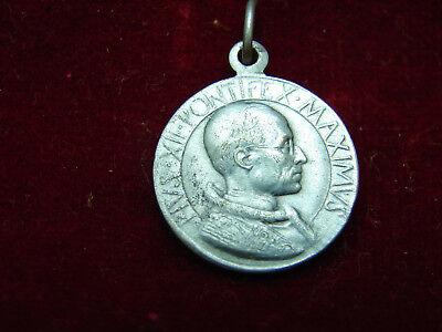 Jolie Antique Medal Pius XII