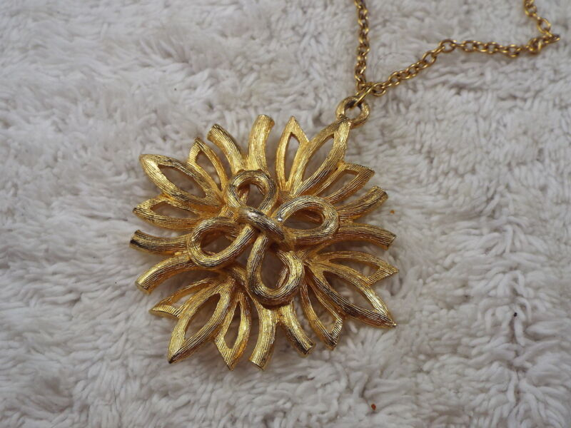 Etched Goldtone Pendant Necklace (C23)