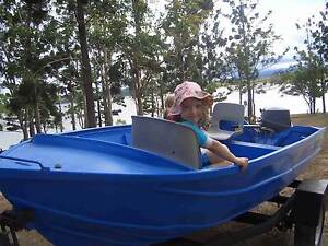 Family fishing tinny, trailer, oars and lifejackets Armidale Armidale City Preview