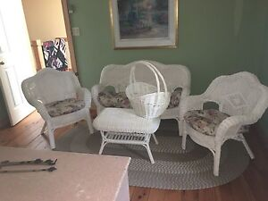 Wicker furniture set with headboard and mirror