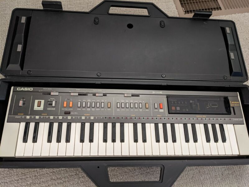 Vintage 1983 Casio Casiotone MT-800 Keyboard w/ Speakers, ROM-PACK, and Case