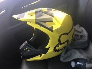 Brand new fox v2 helmet