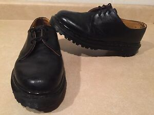 Women's Dr. Martens Leather Shoes Size 6