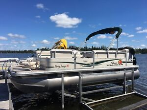 2011 Suntracker Party Barge