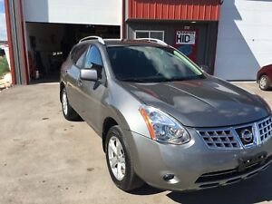 2009 Nissan Rogue SL AWD / private sale