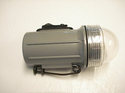 A NICE, WW-2 U.S. NAVY EMERGENCY BEACON LOCATOR LIGHT   #L-4