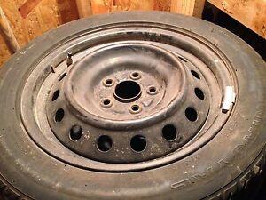 """4 pneus d'été sur jantes en acier 16"""""""