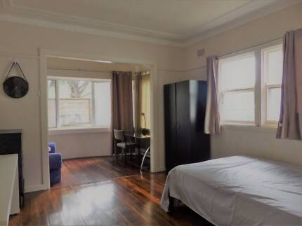 Big Bright, its yours Double room- friendly home-North Parramatta