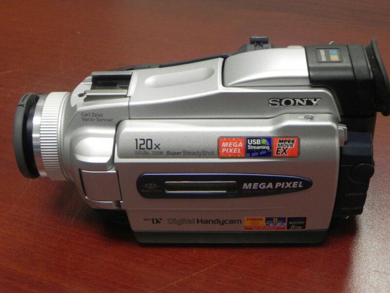 Sony HandyCam DCR-TRV27 MiniDV Digital Video Camera Camcorder Bundle No Charger