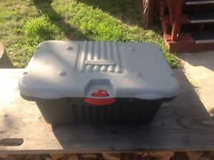 Rubbermaid roughneck container