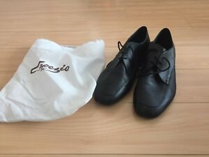 Capezio Men's Size 12 Salsa Shoes and Carrying Bag