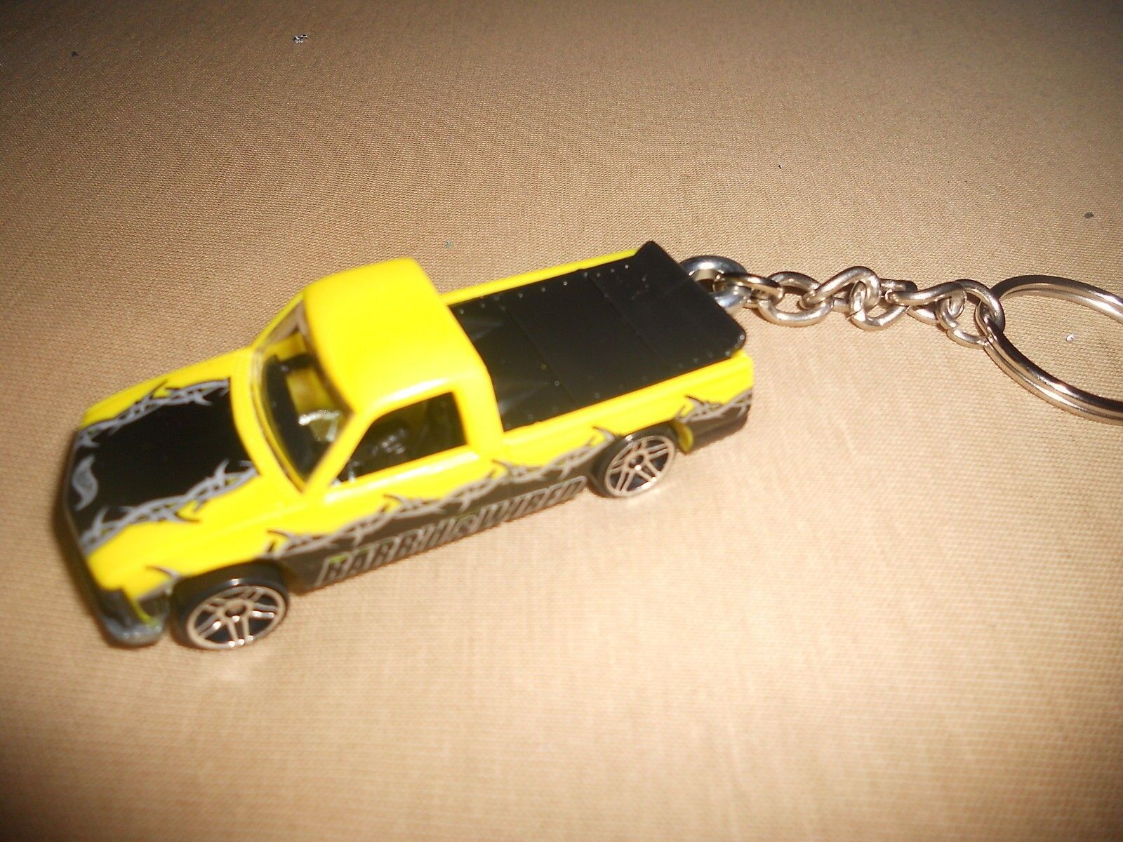 CHEVROLET PICKUP TRUCK DIECAST MODEL TOY CAR KEYCHAIN KEYRING NEW YELLOW / BLACK