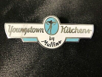YOUNGSTOWN KITCHENS BY MULLINS, VINTAGE ENAMELED EMBLEM BADGE