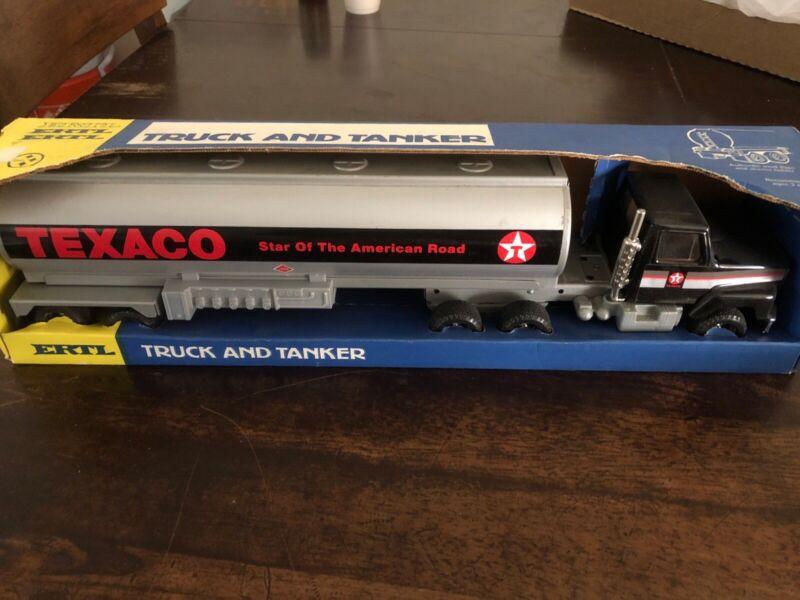 "Vintage ERTL - TEXACO TRUCK AND TANKER #3123 - 19"" S5"