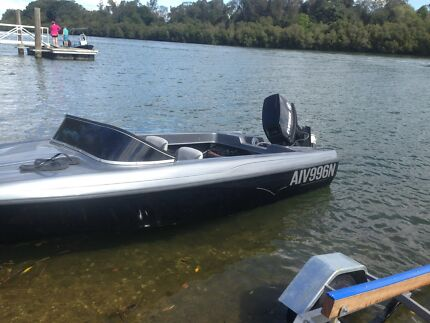 Custom 4 Seater Ski / Runabout Boat, $10,000 recently spent