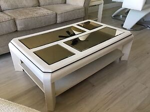 Coffee table & 2 matching end tables