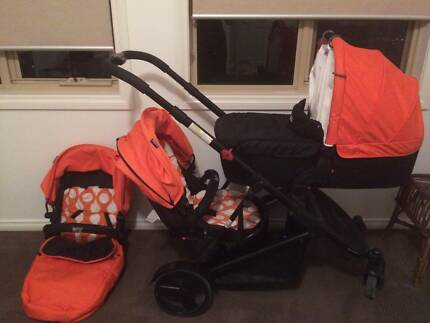 Bertini Envy double pram - two stroller seats and bassinet