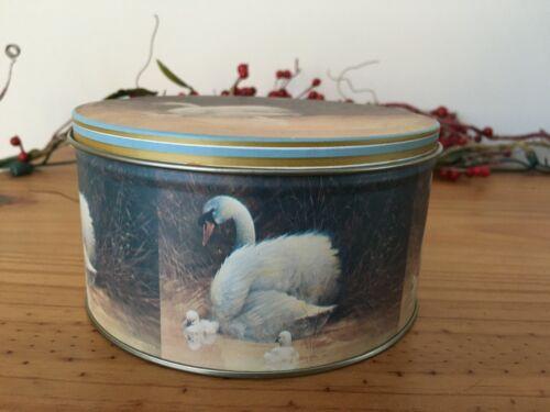 "Swan with Cygnets + Bird Tin Can Giordano Art 1988 GIFTCO Inc., Diameter 5 1/2"""