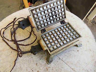 Antikes Waffeleisen Ober und Unterhitze elektrisch mit Marke Sammlerstück